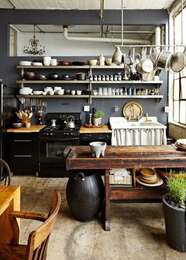 cocina estilo industrial con mesa rustica de madera maciza