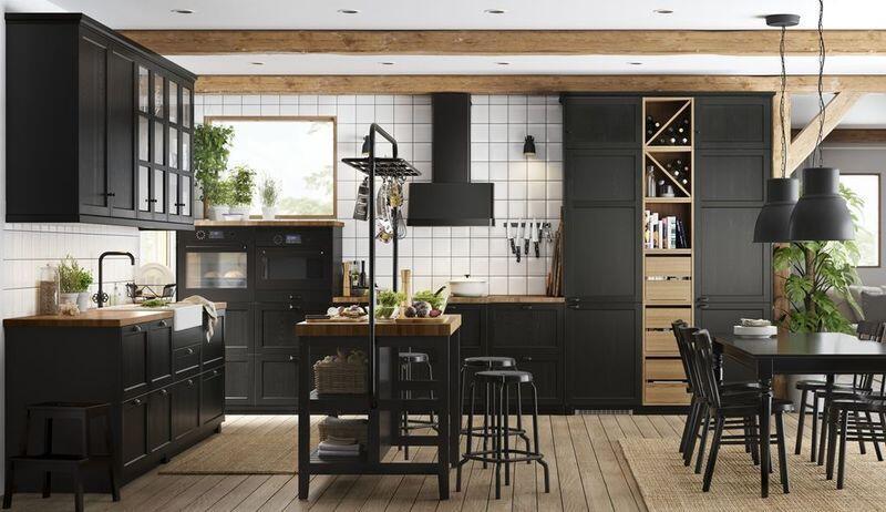 cocina estilo industrial moderna con muebles en hierro y madera