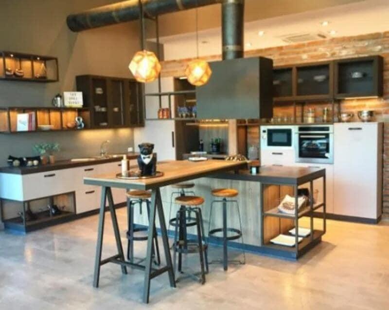 cocina estilo industrial en metal y madera natural