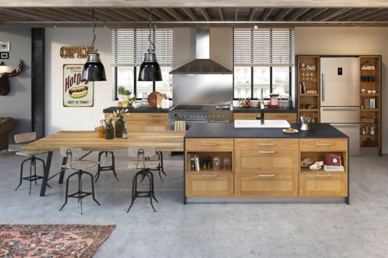 cocina estilo industrial con isla y mesa de metal y madera